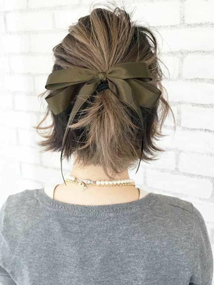 acconciature-capelli-corti-tirati-su-trecce-trend-della-stagione-idee-bellezza-capelli-raccolti
