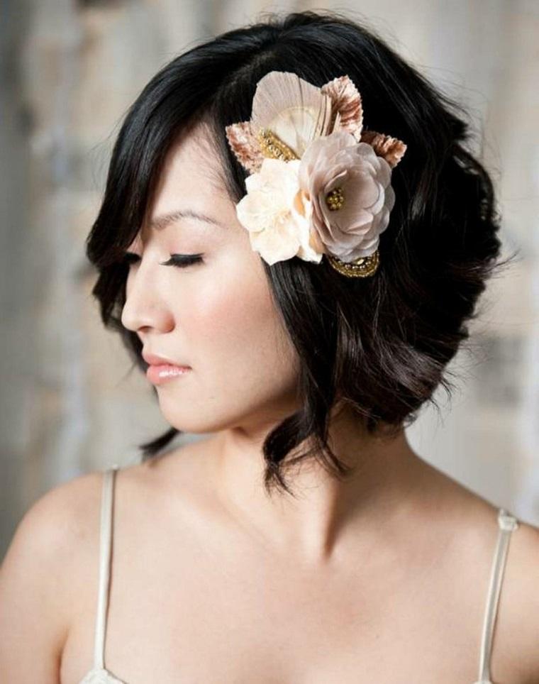 acconciature-da-sposa-capelli-corti-fiore-lato