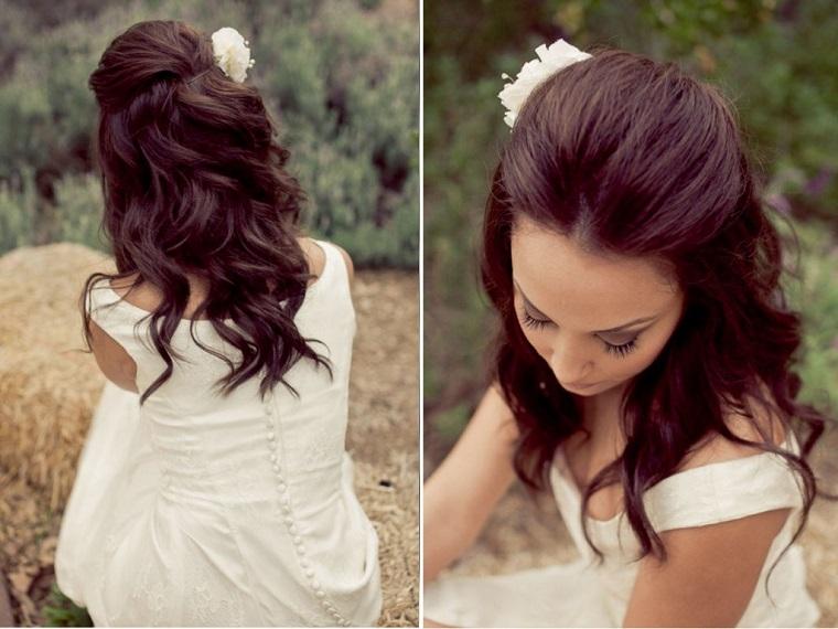 acconciature sposa-capelli-ondulati-rosa-bianca