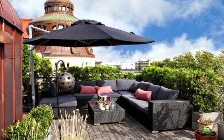 arredare-terrazzo-proposta-grande-ombrellone