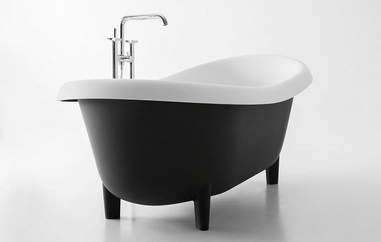 Bagno bianco nero: un accostamento da sempre vincente - Archzine.it