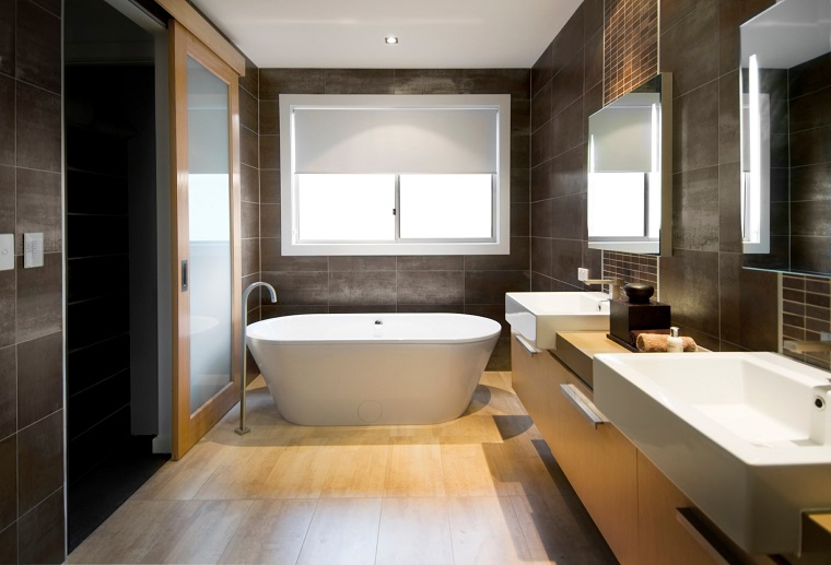 bagno elegante-pavimento-parquet