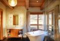 Bagni rustici, fra legno e pietra tante idee calde e rilassanti