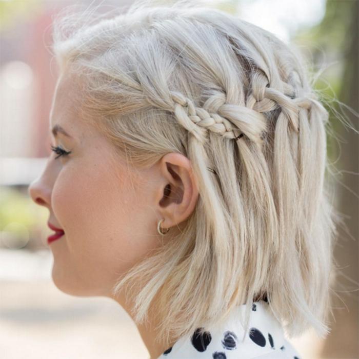 bionda-capelli-corti-estate-hipster-taglio-capelli-treccia-diadema-bionda-stagione-vestito-maglia-grigia-ragazza-femminili-donna