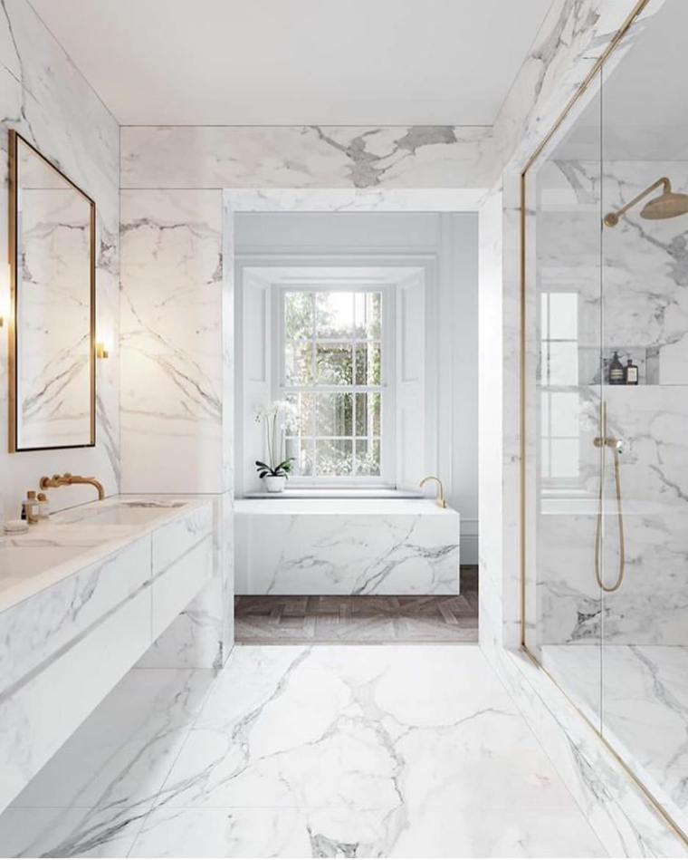box doccia porta vetro lavandino rivestimento piastrelle marmo specchio illuminazione lampade