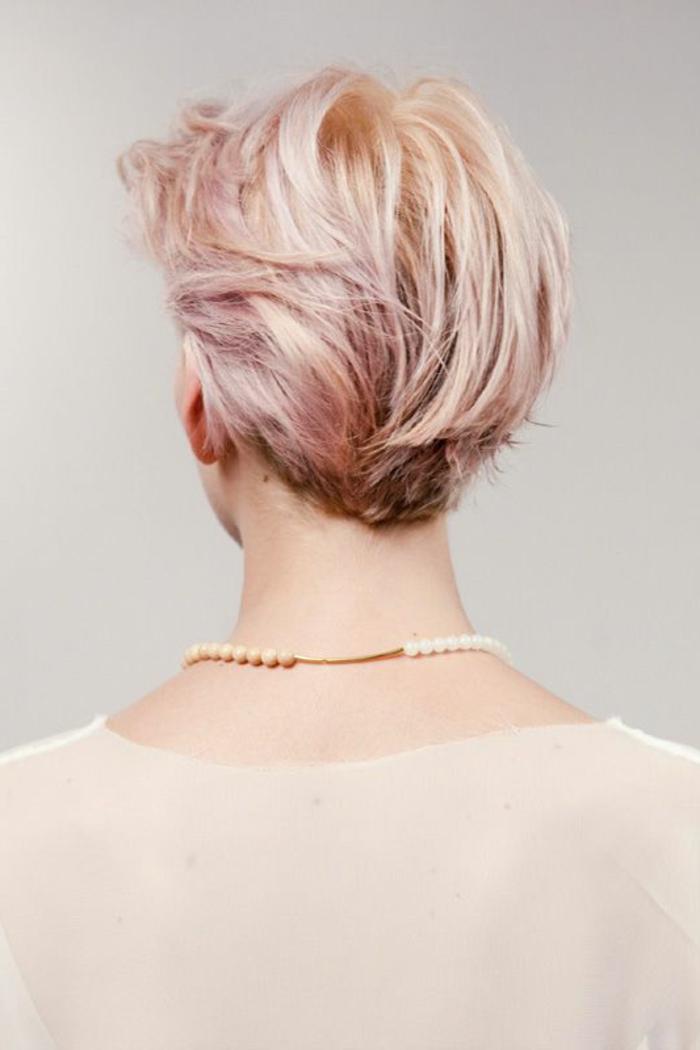 capelli-corti-rosa-taglio-capelli-effetto-bagnato-gel-ovale-faccia-stagione-vestito-maglia-grigia-ragazza-femminili-donna