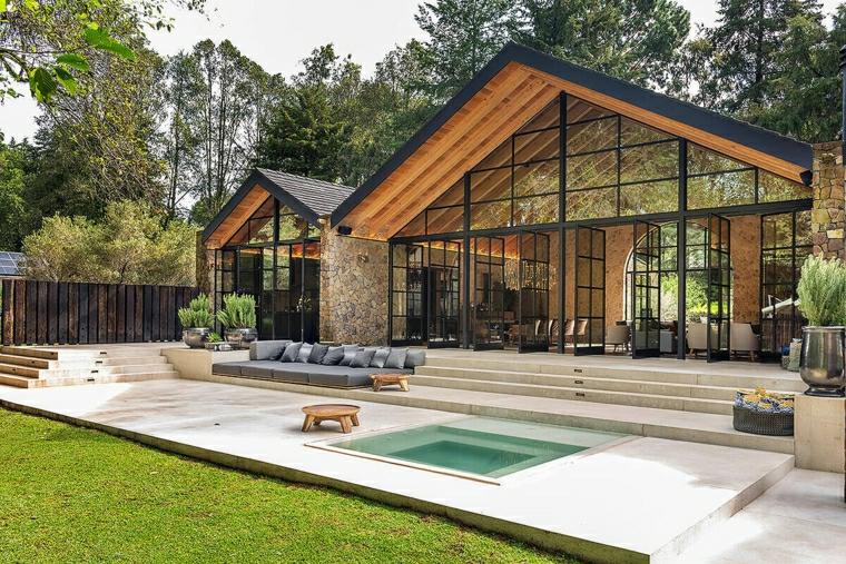 casa con piscina piccol quadrata giardino con prato verde