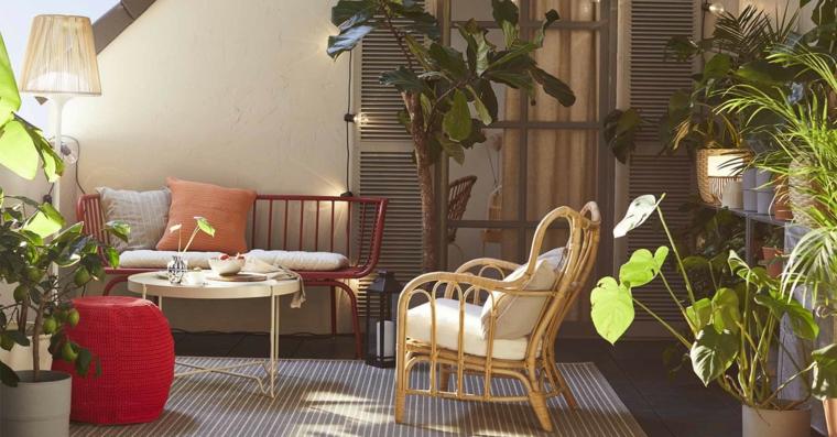 come arredare un giardino pavimentato arredamento con mobili in legno e metallo decorazione con piante da esterno