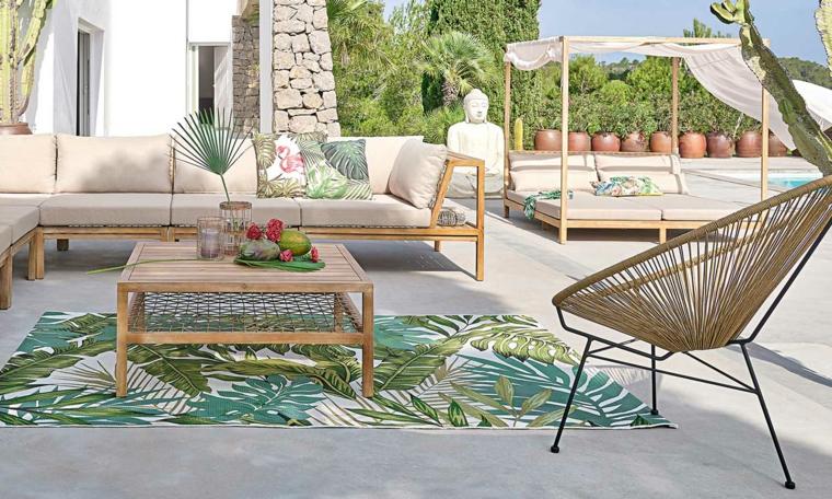 come arredare un giardino pavimentato mobili da esterno in legno