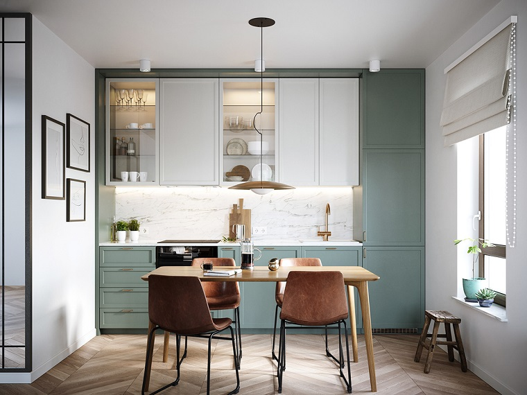 come arredare una casa piccola con soppalco tavolo da pranzo cucina sedie finestra pavimento legno