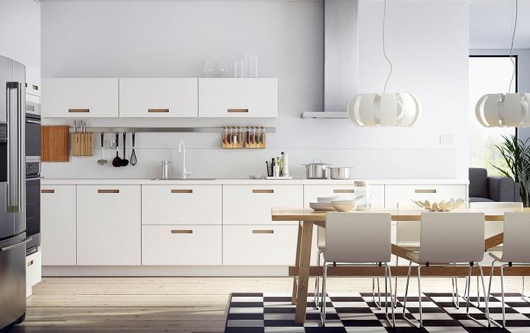 cucina bianca classica-maniglie-legno