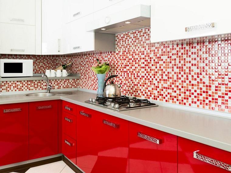 cucina-rossa-paraschizzi-mosaico