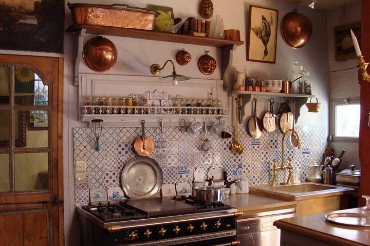 cucina-rustica-esempio-decorare-parete
