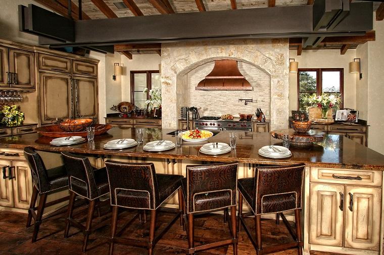 cucina-rustica-grande-tavolo-centrale