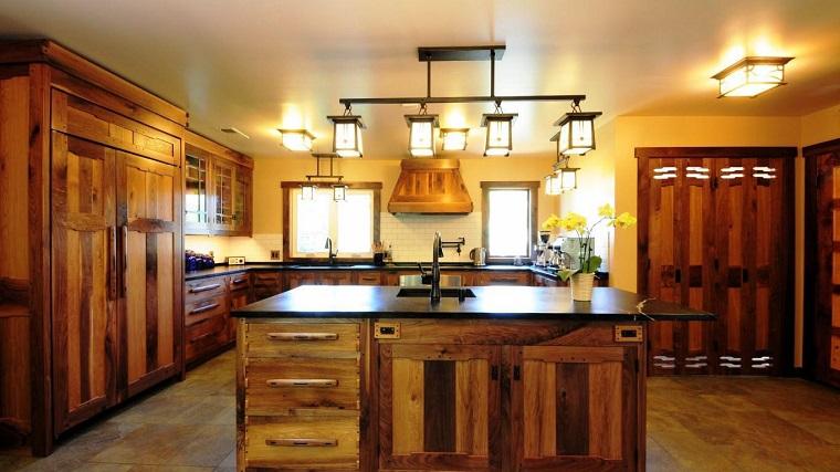 cucina-rustica-idea-legno-varie-tonalita