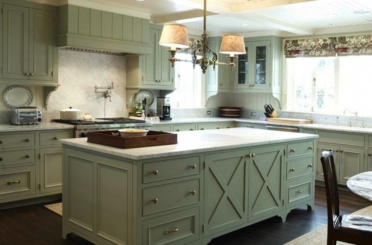 cucina-rustica-isola-mobili-verde-menta
