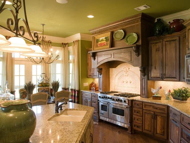 cucina-rustica-legno-pareti-verdi