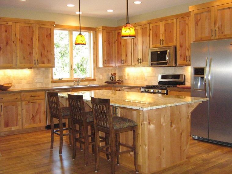 cucina-rustica-legno-tavolo