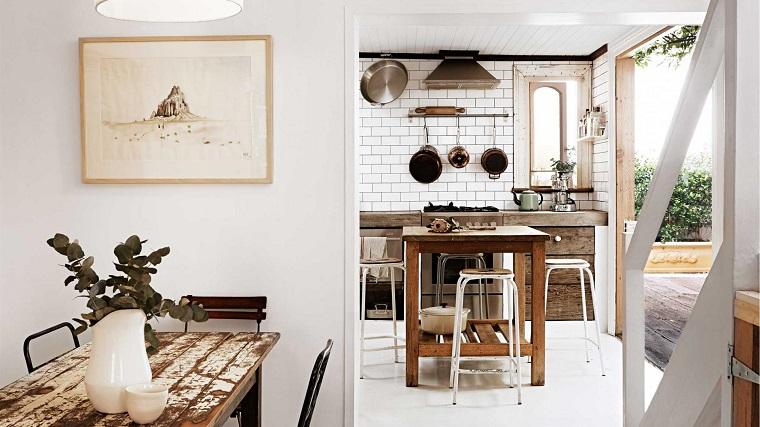 cucina-rustica-mobili-pareti-pavimento-bianchi