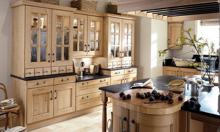 cucina-rustica-soluzione-legno-chiaro