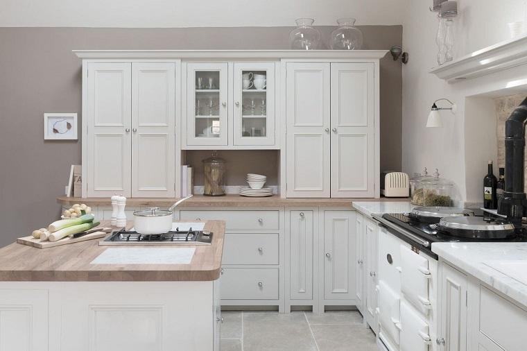 cucine-bianche-classiche-top-legno-chiaro