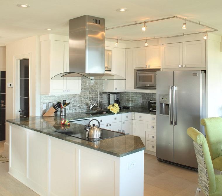 cucine-con-penisola-mobili-bianchi
