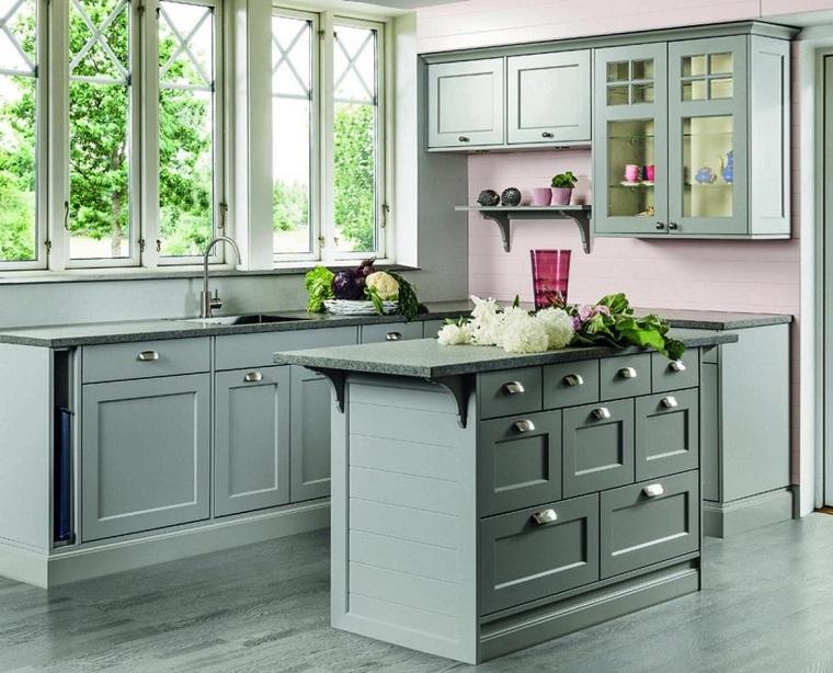 cucine rustiche-legno-colorato-isola