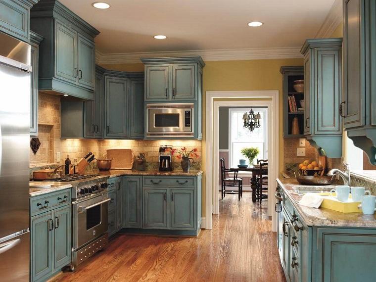 cucine rustiche-mobili-azzurri-parquet