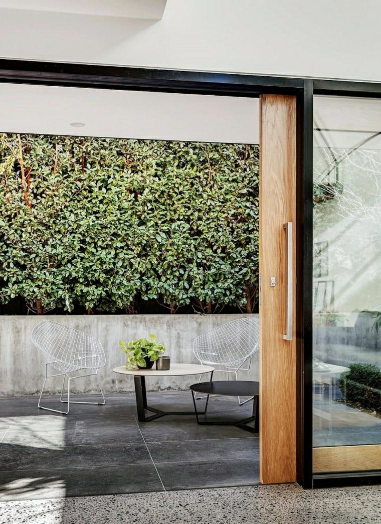 giardini moderni minimal arredo esterno con tavolino e due sedie