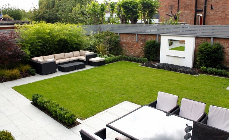 giardino-moderno-divani-tavolo-rattan