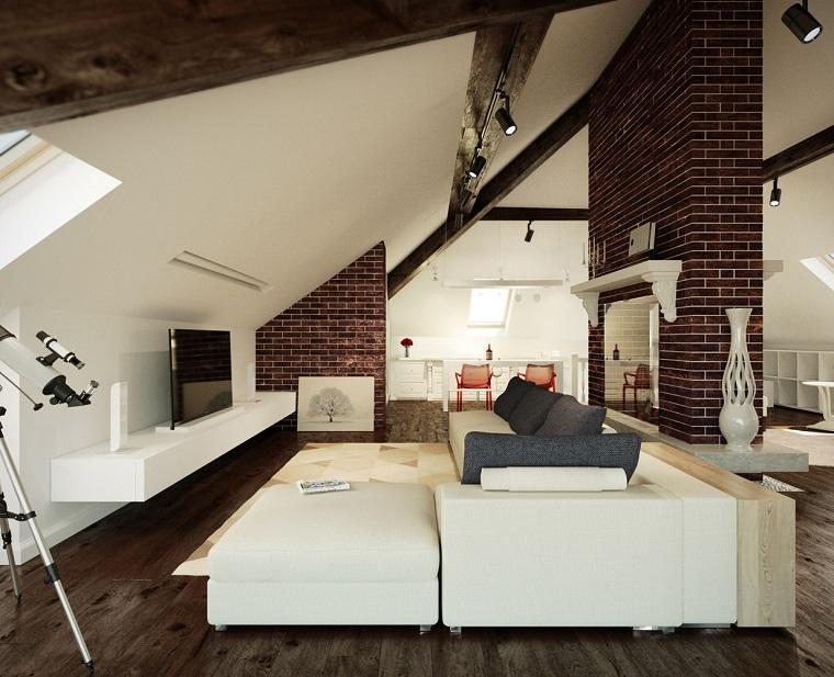 idee mansarda-grande-divano-bianco