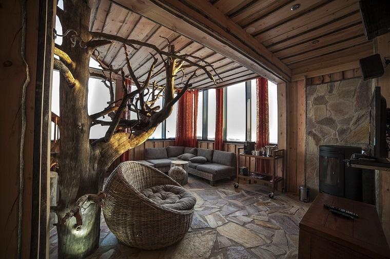 idee mansarda-salotto-soffitto-legno