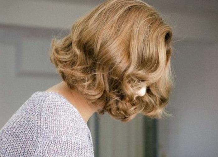 idee-per-capelli-corti-donna-taglio-giovanili-di-tendenza-capelli-colore-bianco-piega-ragazza-giovane-taglio-femminile.jpg