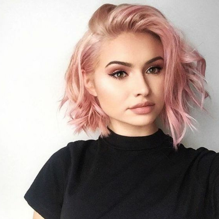 idee-per-capelli-corti-taglio-giovanili-di-tendenza-capelli-colore-bianco-piega-ragazza-giovane-taglio-femminile
