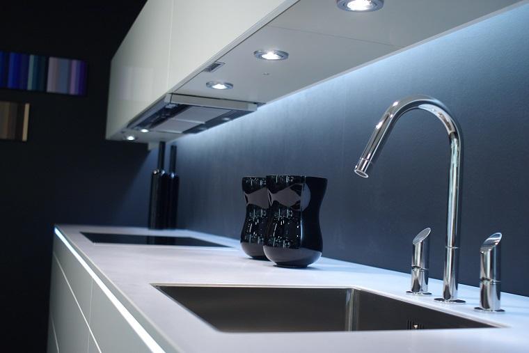 illuminazione-cucina-idea-moderna-faretti-led