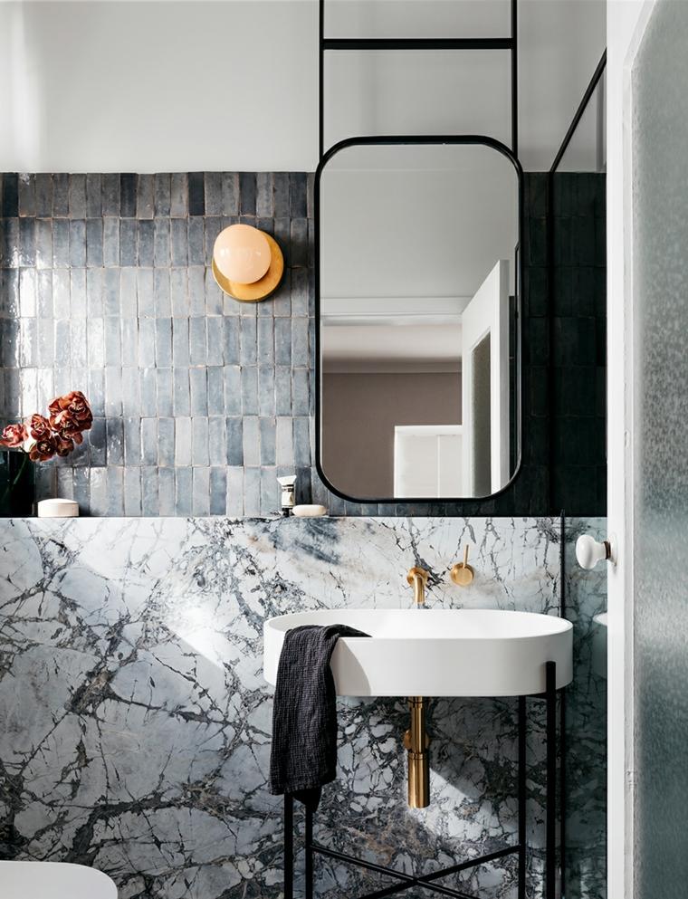 lavandino specchio lampada piastrelle rivestimento marmo sal da bagno