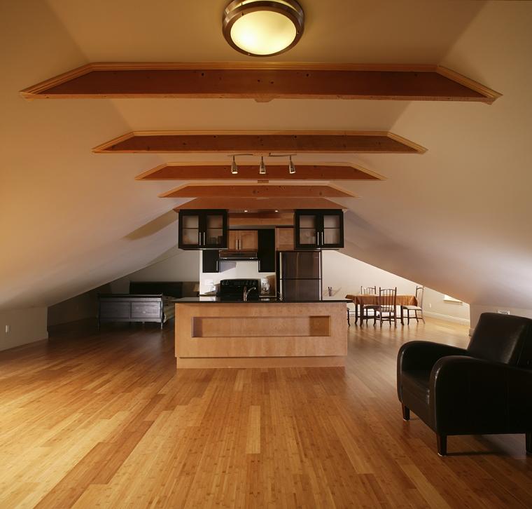 mansarde-in-legno-appartamento-open-space