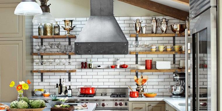 Mensole cucina dieci idee originali per ordinare e - Mensole cucina design ...