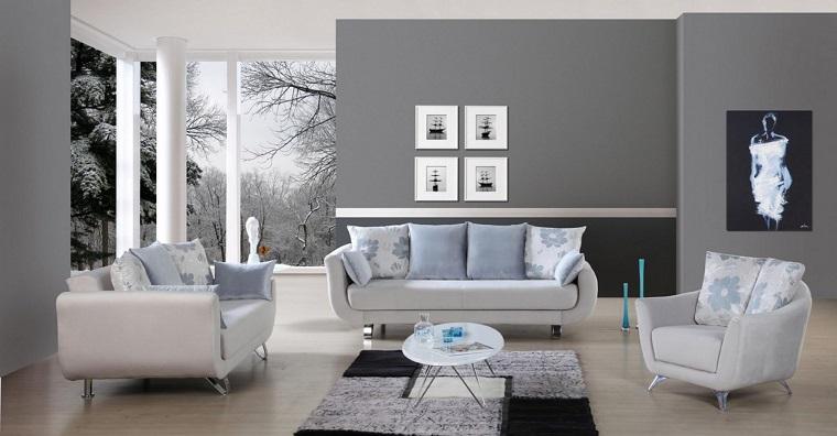parete grigia-salotto-divani-bianchi