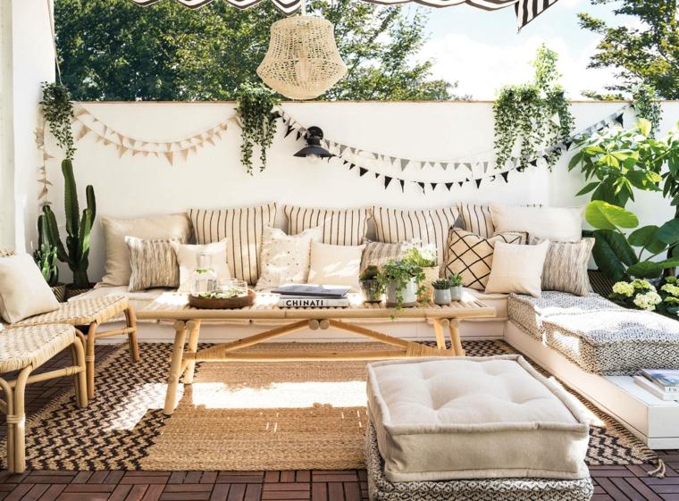 piccoli giardini da copiare pavimentazione da esterno in legno decorazione con ghirlande fai da te