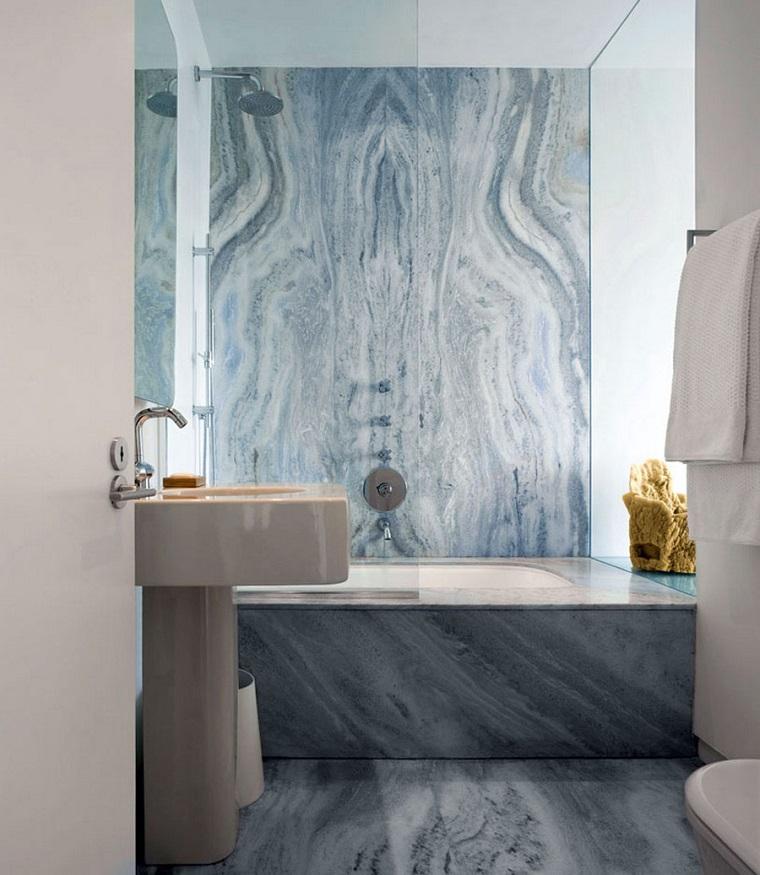 rivestimenti-bagni-moderni-marmo-azzurro