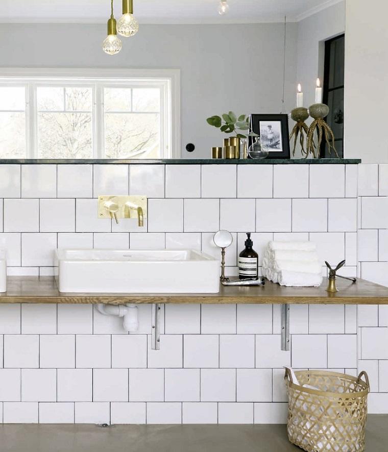 Piastrelle bagno moderno tantissime idee per scegliere il for Piastrelle bagno bianche lucide