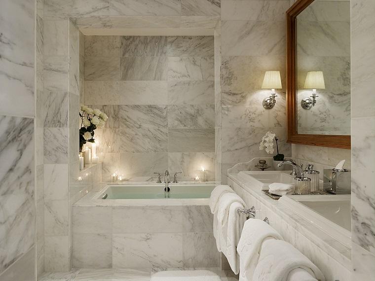 rivestimento-bagno-moderno-idea-marmo