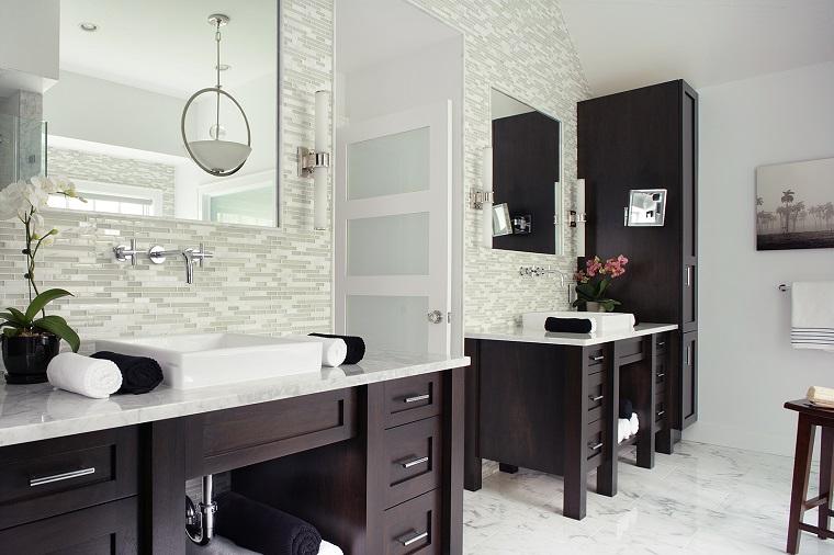 rivestimento-bagno-moderno-mosaico-bianco-grigio