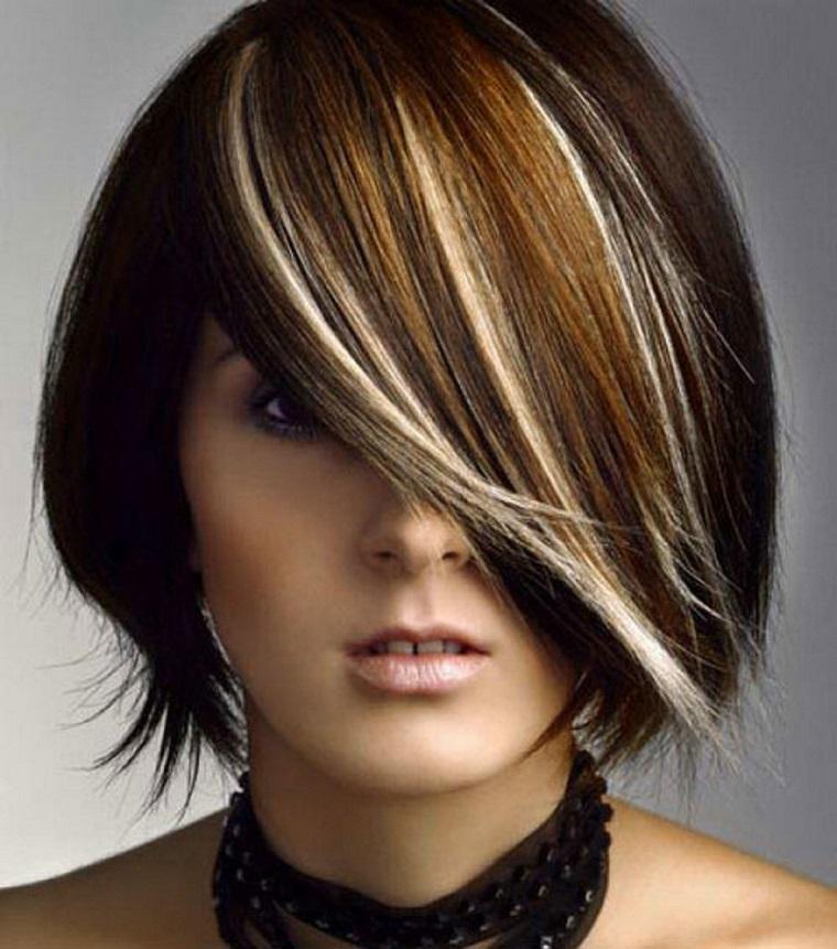 tagli-capelli-corti-ciuffo-laterale