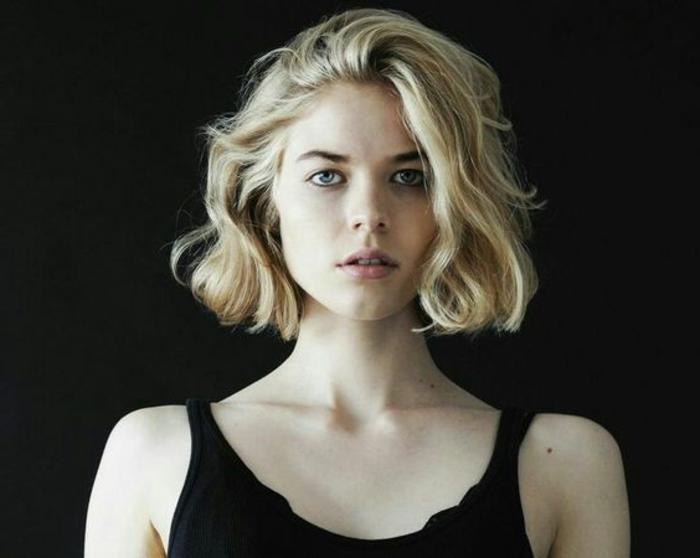 tagli-capelli-corti-taglio-capelli-effetto-naturale-gel-ovale-faccia-stagione-vestito-maglia-grigia-ragazza-femminili-donna