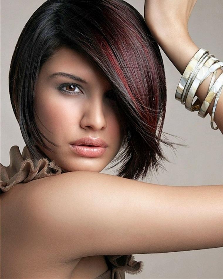 tagli-di-capelli-corti-ciuffo-lato