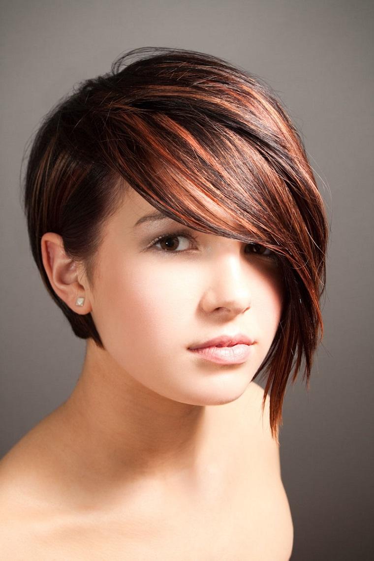 tagli-di-capelli-corti-ciuffo-lungo