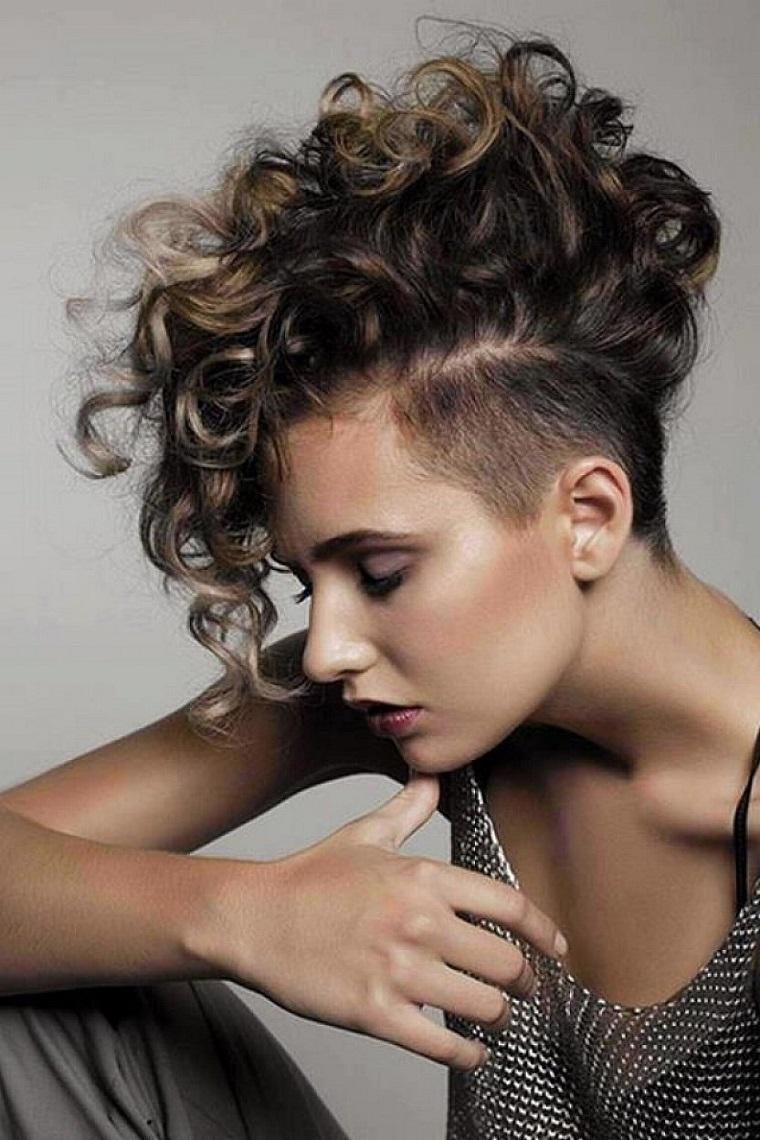 taglio-capelli-corti-ciuffo-ribelle