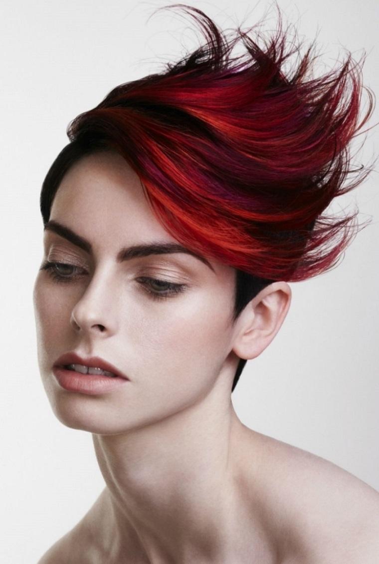 taglio-corto-capelli-ciuffo-lungo-spettinato